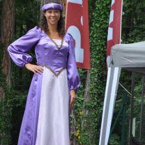 Stelzengeherin Burgfräulein